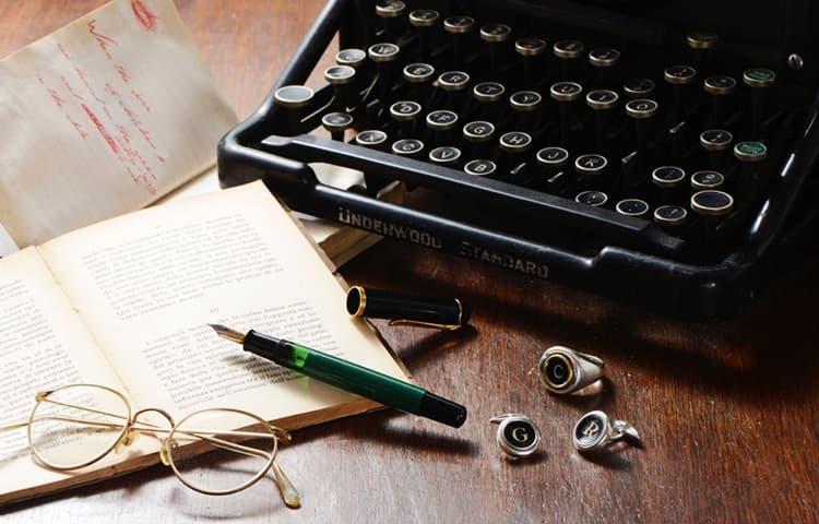 Macchina da scrivere portatile Corona d'epoca degli anni '20